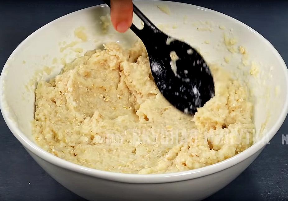 Перемешиваем и минут на пятнадцать оставляем, чтобы ингредиенты как следует соединились