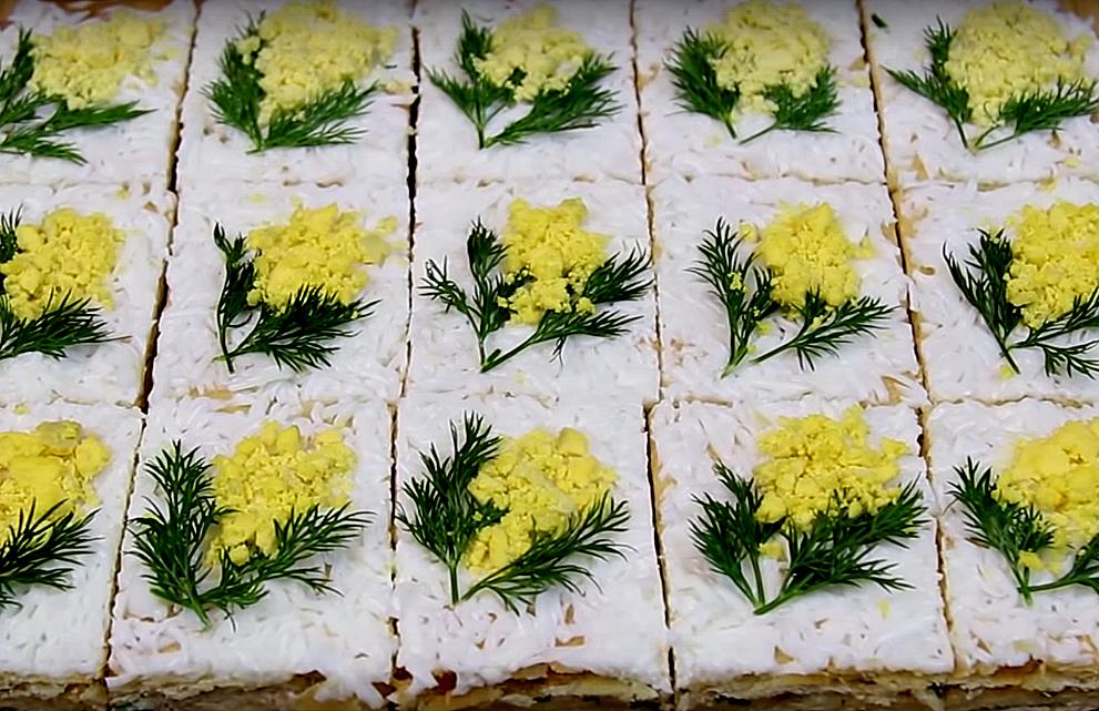 Вкуснейшая «мимоза» - самое несладкое пирожное в мире! Здесь всем заправляет рыба